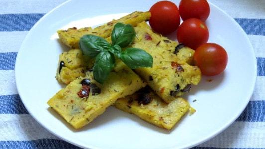 Mediterranean Polenta wit Sun-Dried Tomatoes and Olives - Vegan Heaven