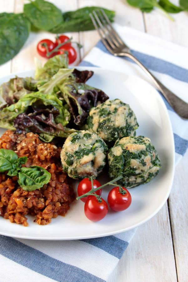 Vegan Spinach-Bread Dumplings with Lentils