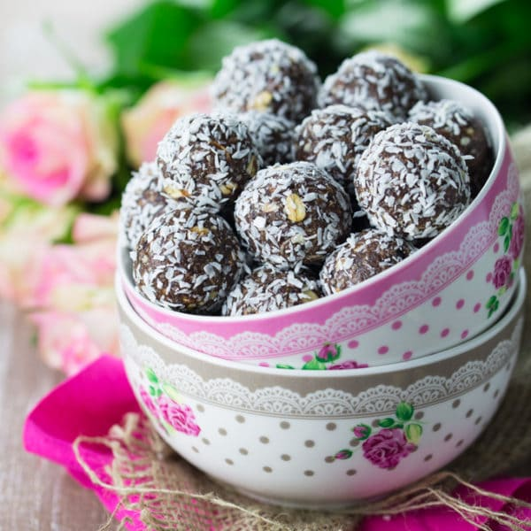 Energy Bites with Coconut and Cherries