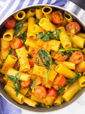 Vegan One Pot Pasta with Spinach and Tomatoes
