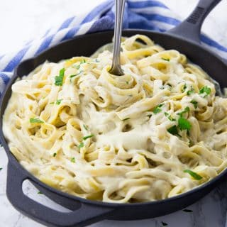 Vegan Alfredo Sauce – Super Easy and Creamy!